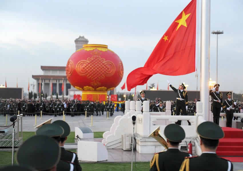 120,000 People Watched the Flag-Raising Ceremony in Tiananmen Square