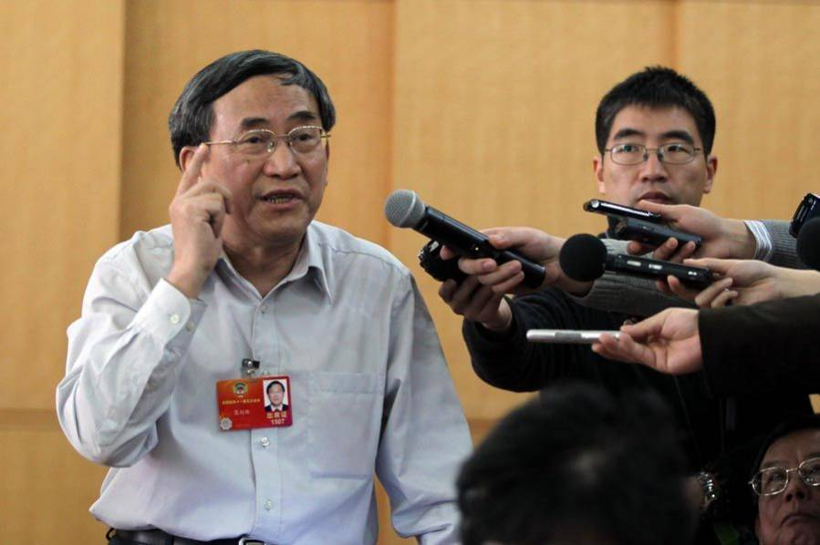 CPPCC member demands apology from the Ministry of Education
