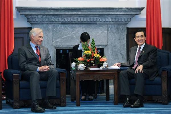 Ma Ying-jeou meets 2011 Nobel Laureate in Economic Sciences Dr. Christopher A. Sims